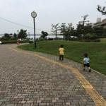 梅雨だけど一足お先にビーチへGo!明石海峡大橋を望むアジュール舞子で海遊びしてきたよ!